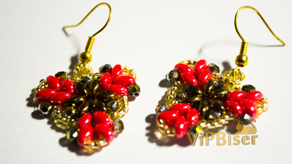 Beaded Earrings with SuperDuo and SeedBeads. Photo by Olesya Romaniuk