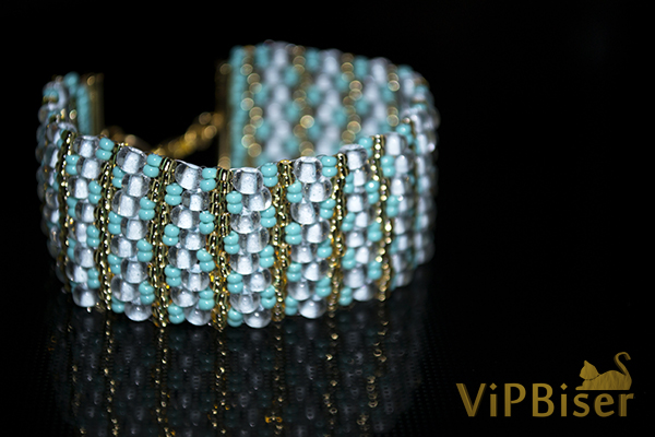 Beaded Bracelet Turquoise. Photo by Olesya Romaniuk. 1