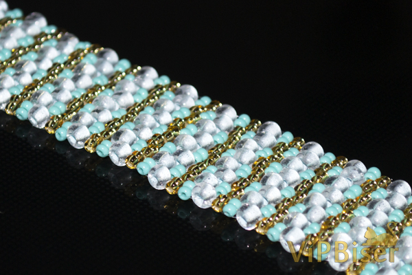 Beaded Bracelet Turquoise. Photo by Olesya Romaniuk. 2